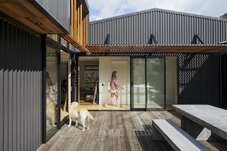 13.08.15 offSET Shed House published on