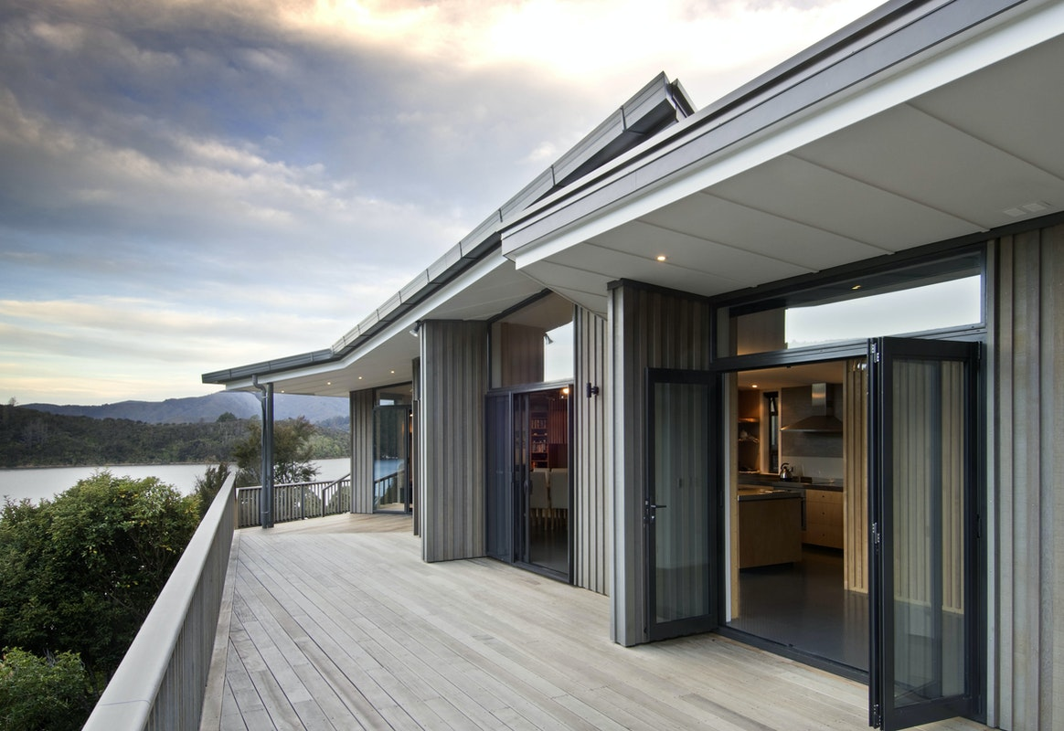 Irving smith architects onahau bay bach - Maison mountain range irving smith jack ...